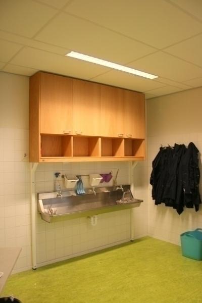 Bovenkast kastenwand praktijklokaal, op maat De Beuk