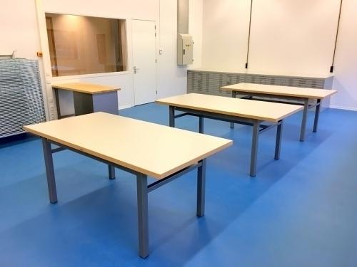 Praktijklokaal met werktafels kunststof werkblad De Beuk Werkbanken
